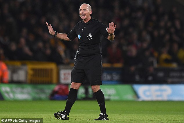 How can someone like Mike Dean be regarded as someone who doesn't know what he's doing?