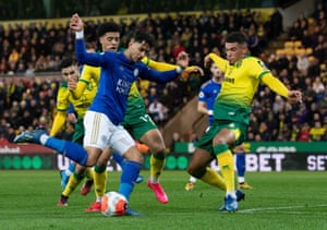 Ayoze Perez of Leicester City is surrounded.