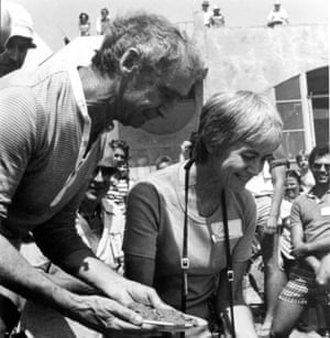 Paolo and Colly Soleri during the 1981 Teilhard and Metamorphosis festival, pouring a plate of cement into the marker for a planned Teilhard de Chardin building