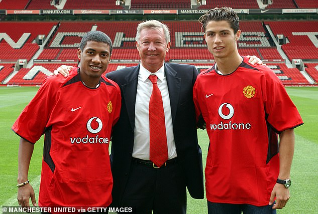 Sir Alex Ferguson pictured with new signings Kleberson and Ronaldo in August 2003